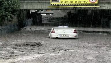 İstanbul'da Şiddetli Yağmur Taşkınlara Neden Oldu