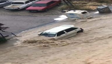 Ankara'da Etkili Olan Şiddetli Yağış Sele Neden Oldu