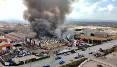 Osmaniye'de Plastik Geri Dönüşüm Fabrikasında Yangın