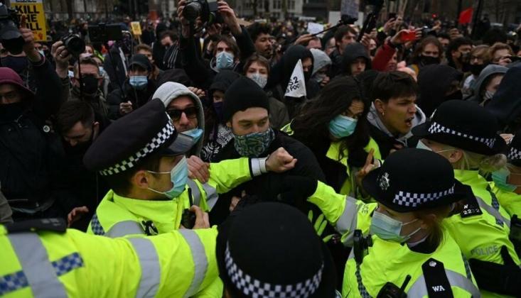 İngiltere'de Protestolar Sürüyor
