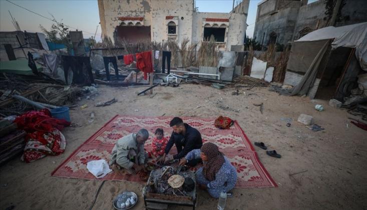 İsrail'in Evini Yıktığı Filistinli Aile Ramazanı Sokakta Geçiriyor