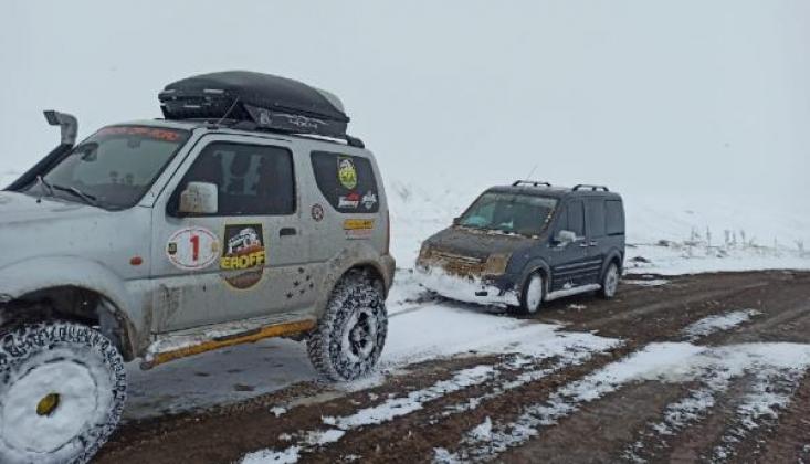 Erzincan ve Sivas'ta Kar Ulaşımı Aksattı