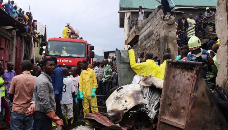 Demokratik Kongo'da Yolcu Uçağı Evlerin Üzerine Düştü