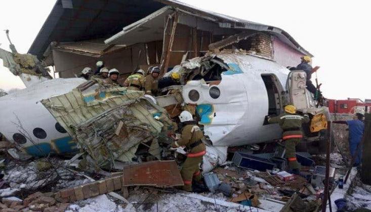 Kazakistan'da Yolcu Uçağı Düştü