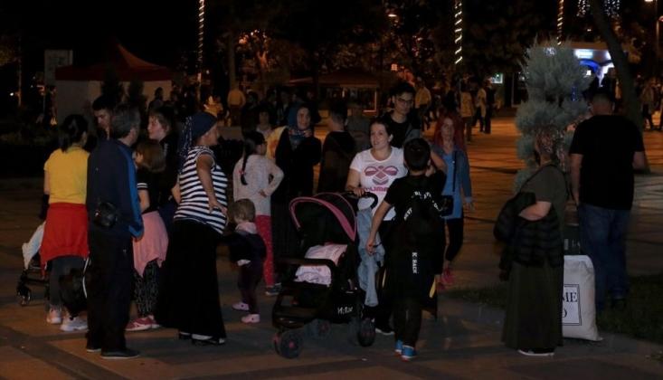 İstanbul'da Vatandaşlar Geceyi Parklarda Geçirdi