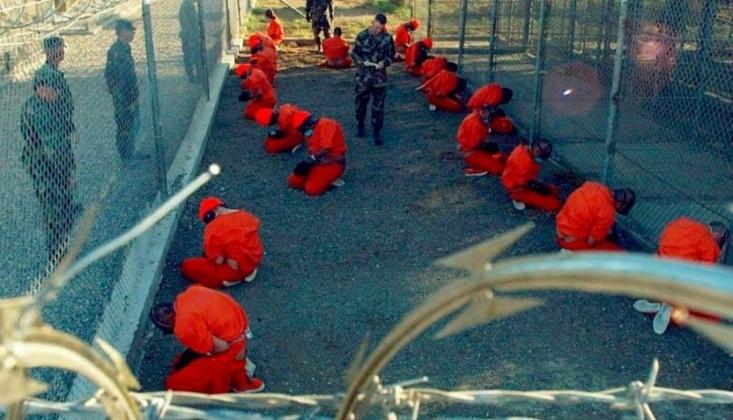 ABD Guantanamo'daki Mahkumları Aşılamaktan Vaz Geçti