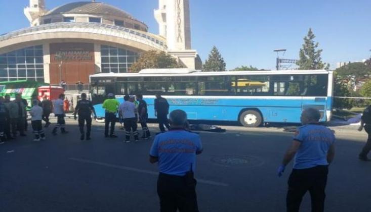 Ankara'da Halk Otobüsü Durağa Daldı