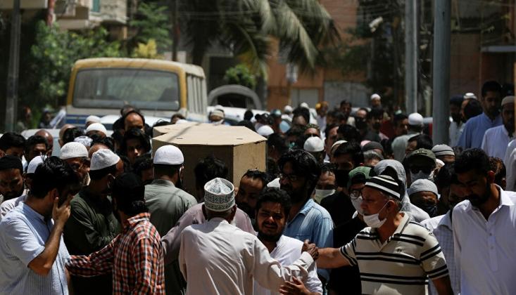Pakistan'daki Uçak Kazasında Ölen İçin Cenaze Töreni Düzenlendi