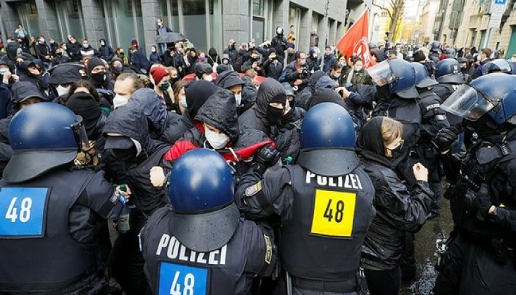 Almanya'da Kovid-19 Önlemlerine Karşı Protesto
