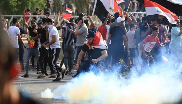 Irak'ta Protestocular Parti Binalarına Saldırdı