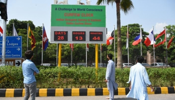 BM Ofisi Önüne Sokağa Çıkma Yasağı Saati Yerleştirildi