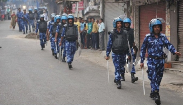 Keşmir'de Müslümanlara Polis Müdahalesi