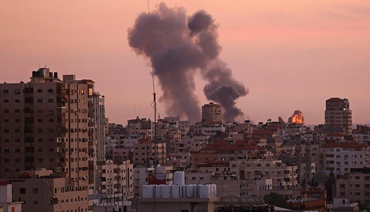 İşgalci Siyonist Rejim İsrail Gazze'de Sivillere Ait Binayı Vurdu