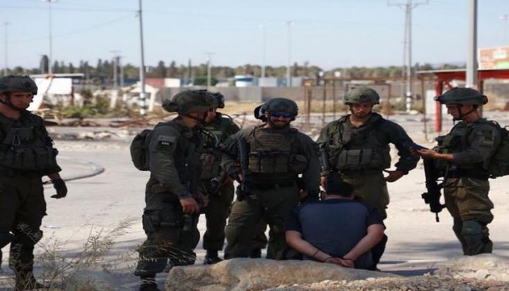 İşgal Güçleri Biri Çocuk 4 Filistinliyi Tutukladı