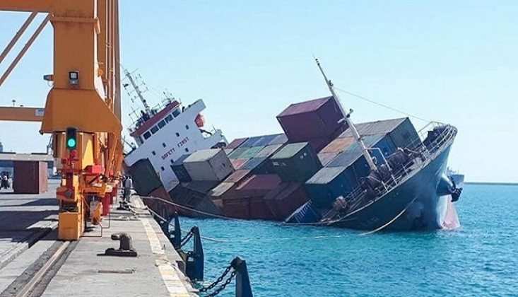 İran'a Ait Yük Gemisi Battı: