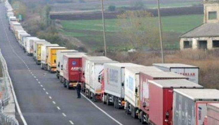 Türk TIR'larına Sınırlar Geçit Vermiyor