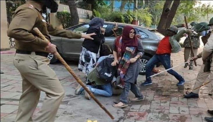 Hindistan Polisi, İmam Hüseyin (as) İçin Yas Tutanlara Saldırdı /VİDEO
