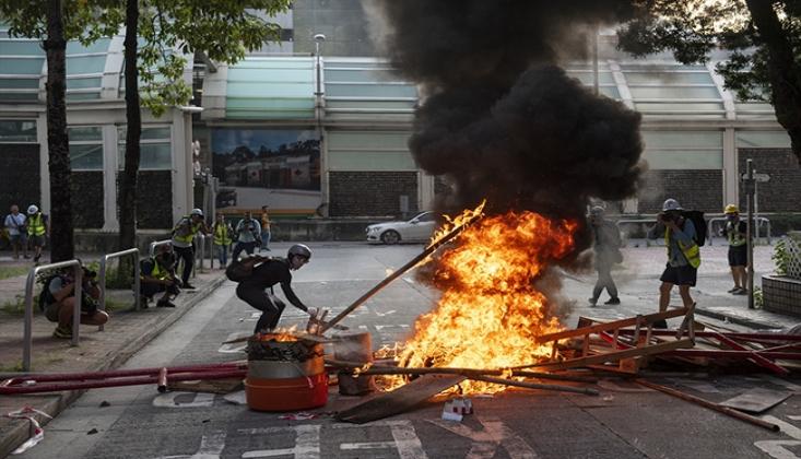 Hong Kong'da Gösteriler Sürüyor