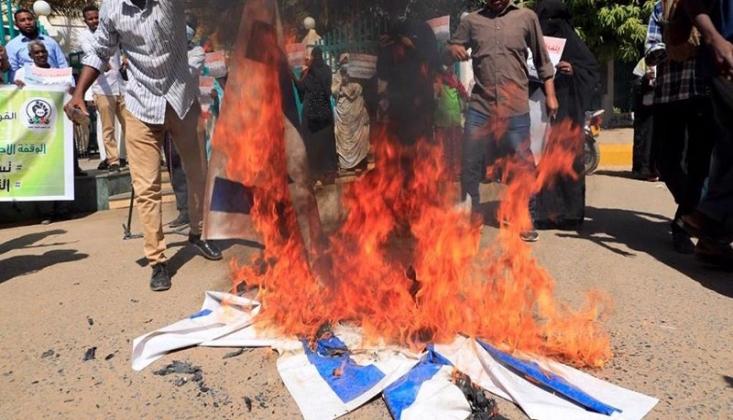 Sudan'da Siyonist İsrail Bayrağı Ateşe Verildi