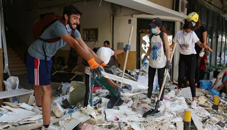 Beyrut'ta Halk, Patlamanın Enkazını Temizlemek İçin Sokaklarda
