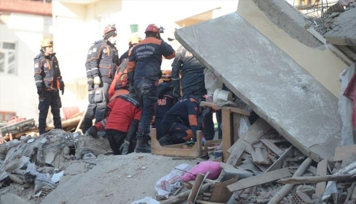 Elazığ'daki Depremde Hayatını Kaybedenlerin Sayısı Artıyor