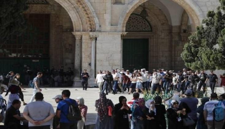 Yahudi Yerleşimciler Mescid-i Aksa'ya Baskın Düzenledi