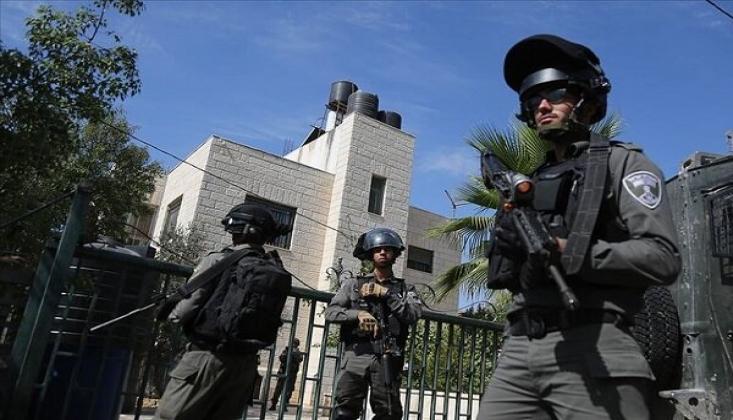 İşgalci İsrail Güçleri, 13 Filistinliyi Gözaltına Aldı