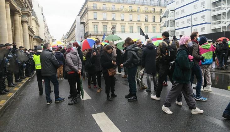 Fransa'daki Sığınmacılara Sarı Yeleklilerden Destek