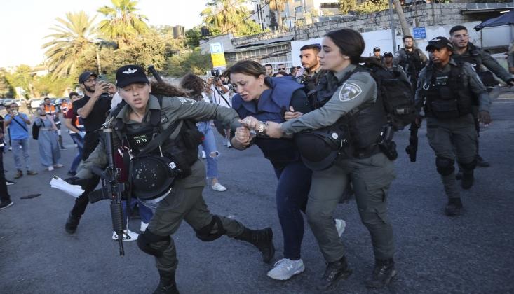 İşgal Polisi Basın Mensuplarına Saldırdı