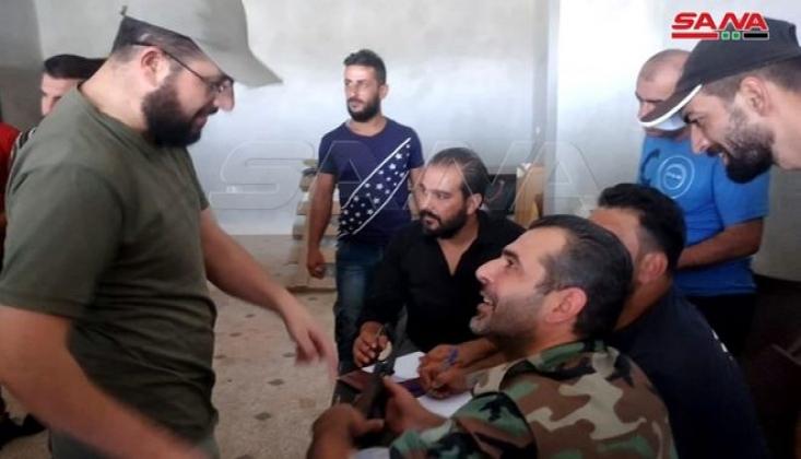 Militanlar Suriye Ordusuna Silahlarını Teslim Ediyor
