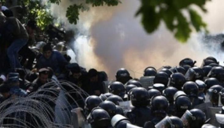 Ermenistan'da Muhalif Göstericilerden Hükümet Binasına Baskın