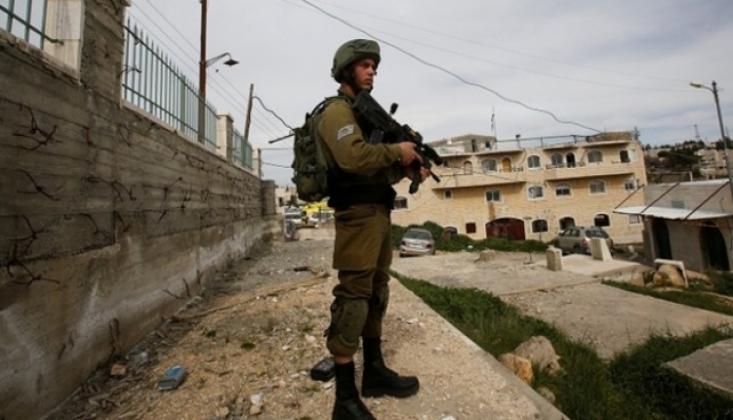 Siyonist Rejim Filistinlileri Göz Altına Almaya Devam Ediyor