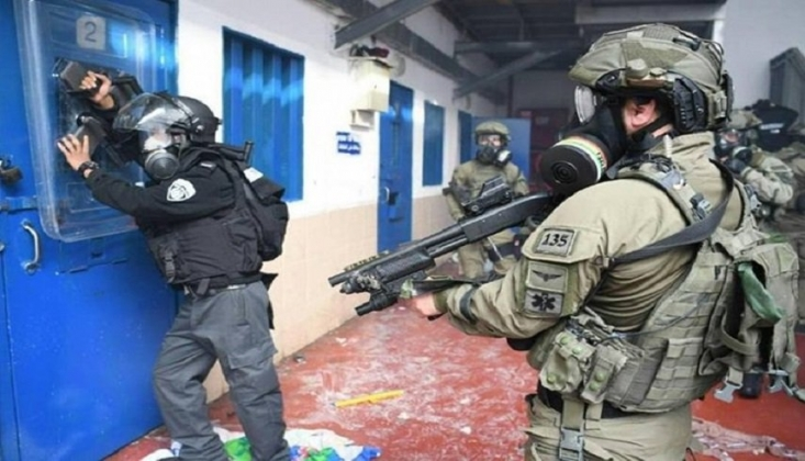 İşgalci İsrail Ofer Hapishanesi'ndeki Hamas Bölümüne Saldırdı