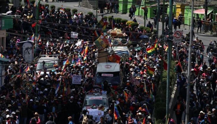 Bolivya'da Cenazeleriyle Yürümek İsteyen Darbe Karşıtlarına Polis Müdahalesi