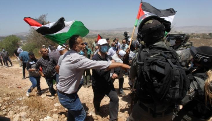 Siyonist İsrail Askerleri Protestoculara Gerçek Mermiyle Saldırdı