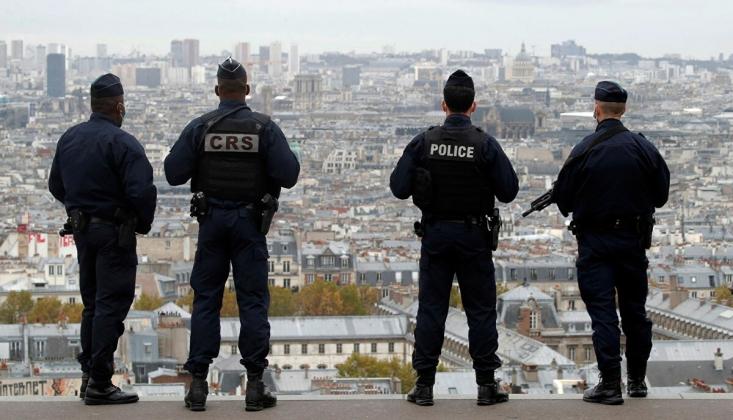 Fransa'da Yüzlerce Sığınmacı Sokağa İndi