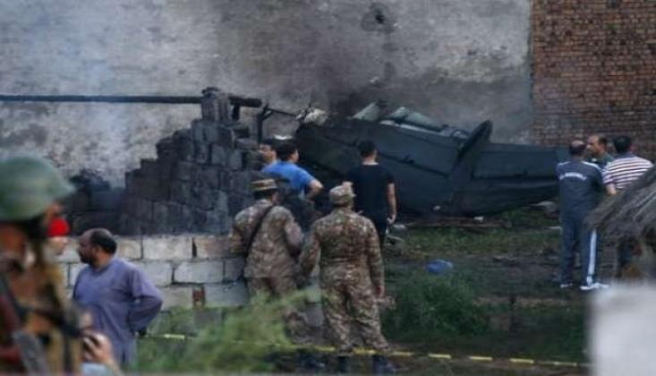 Pakistan'da Yolcu Otobüsü Kaza Yaptı: 26 Ölü