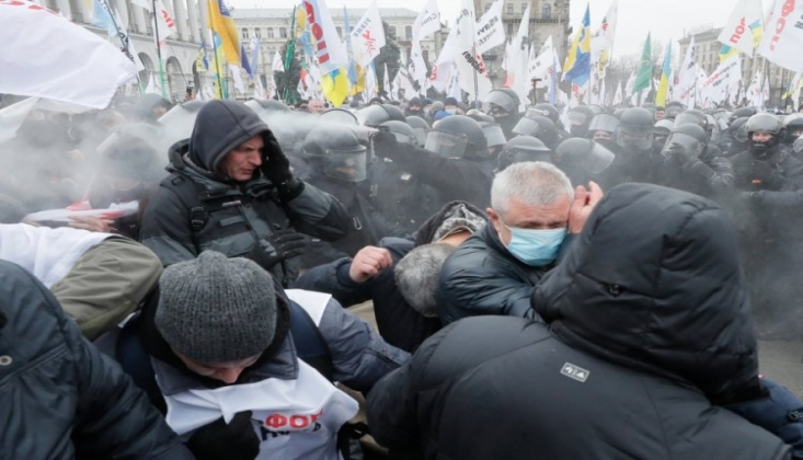 Ukrayna'da Kovid-19 Yasaklarına Karşı Protesto