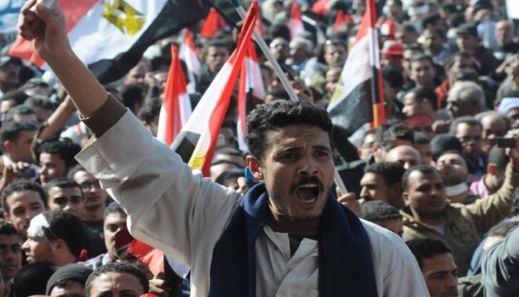 Mısır'da Halk Yeniden Sokaklarda!
