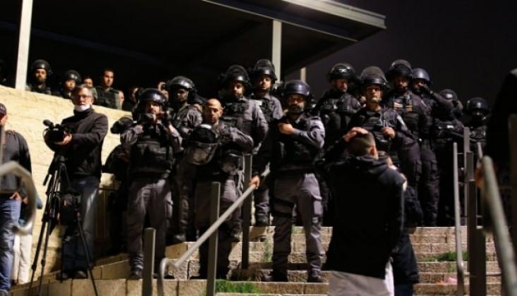 Siyonist İsrail Bir Sağlık Çalışanına Saldırdı