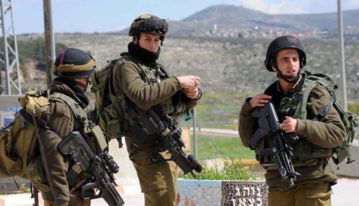 Siyonist İsrail Ordusu Gazze'de Bir Filistinliyi Yaraladı