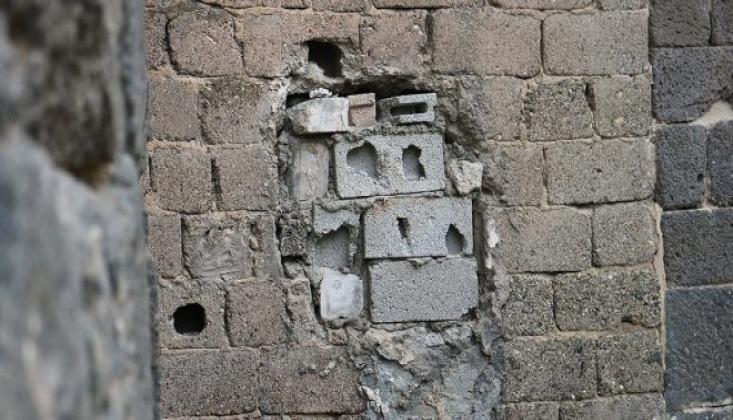 5 Bin Yıllık Kapıyı Briket ile Kapattılar