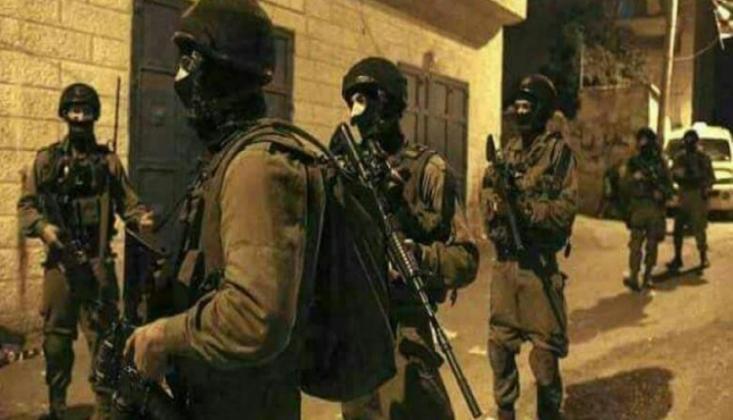 Siyonist Askerlerden Filistinlilerin Evlerine Baskın