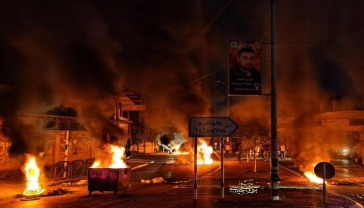 Filistinli Gençler Tulkerim'de Mahmut Abbas'ı Protesto Etti