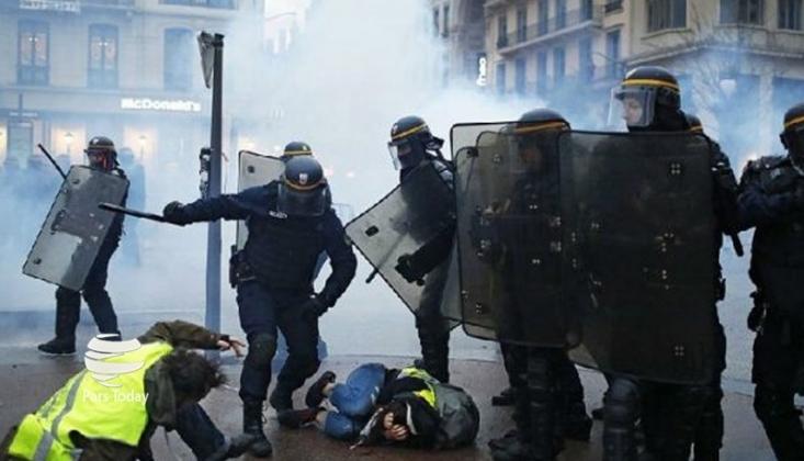 Fransa'da Halk Yine Sokaklarda