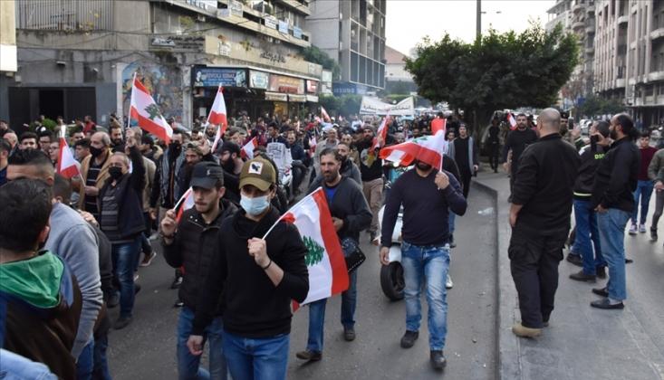 Lübnan'da Halk Sokaklara Döküldü