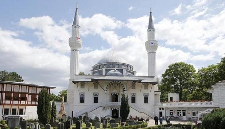 Bomba İhbarı Sonrası Cami Boşaltıldı