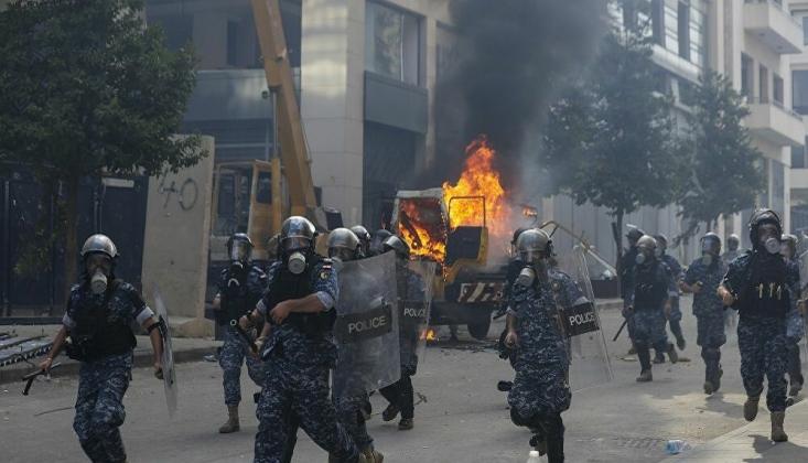 Lübnan'da Göstericiler İki Bakanlık Binasına Girdi