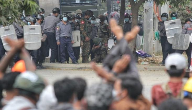 Myanmar'da Cunta Protestocuları 'Ölümcül Güç' ile Tehdit Etti