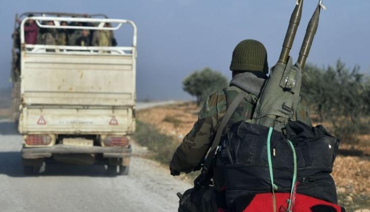 İdlib'den Çekilen Militanlar Batı Yapımı Silahlarını Bırakıyor